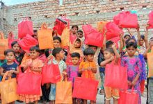 Photo of চুয়াডাঙ্গায় এসএসসি ২০০২ ব্যাচ ও শুভাকাঙ্খীদের ঈদের পোশাক বিতরণ